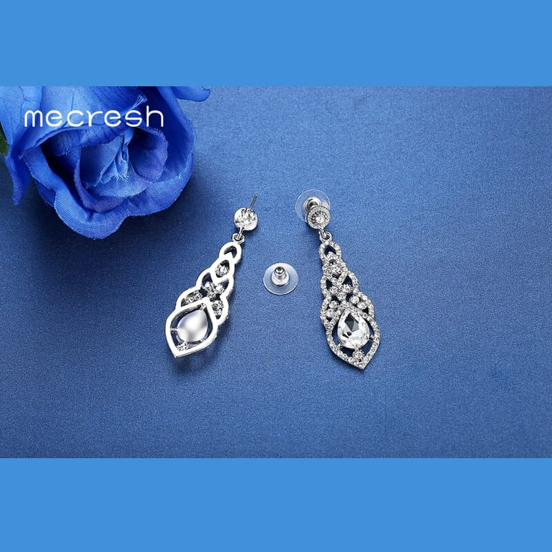 uhani srebrne barve z diamanti