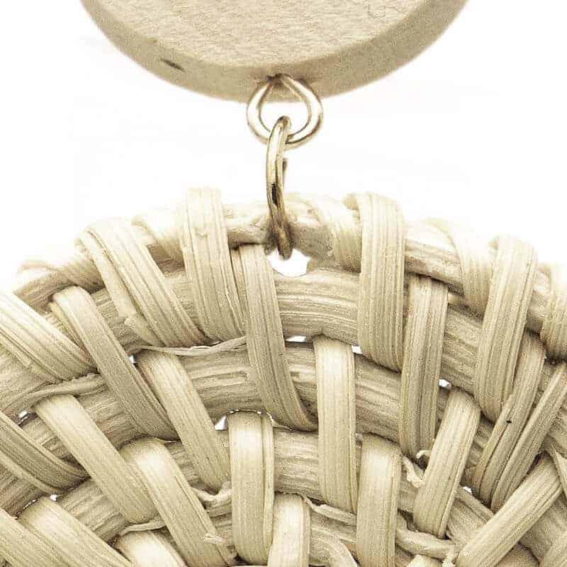 pleteni uhani iz bambusa z zlato barvo