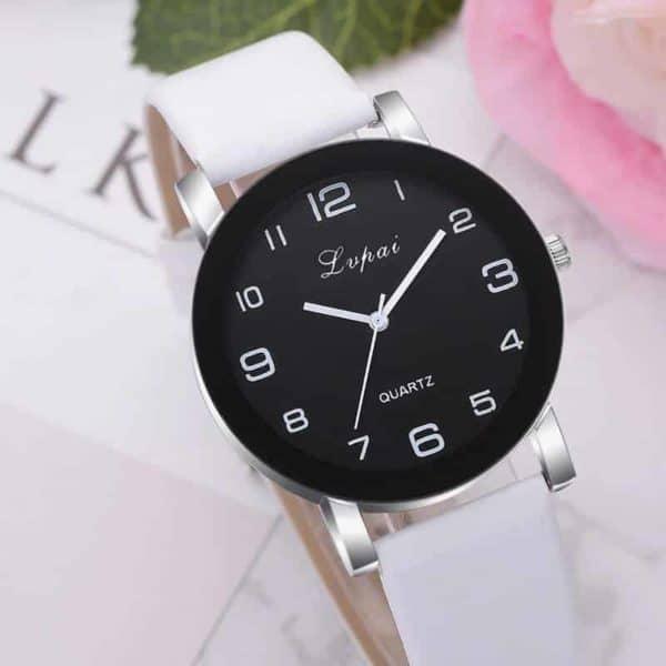 bela prekrasna ura