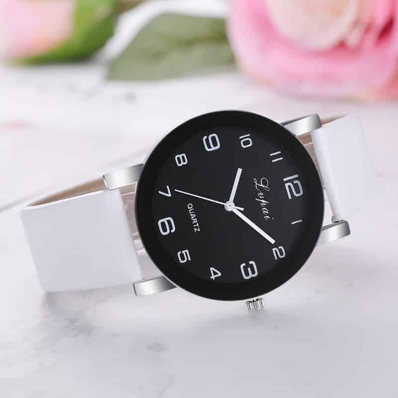 bela ročna ura za žensko