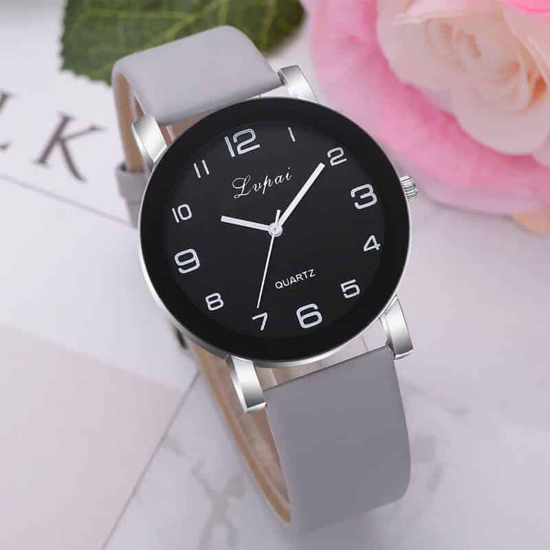 siva ura ročna za žensko
