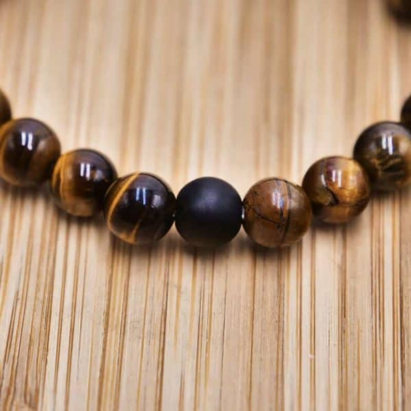 lesena zapestnica za meditacijo črni gladek obesek