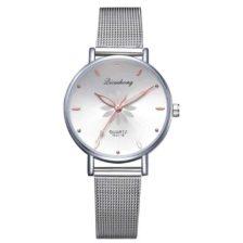 ženska ročna ura srebrne barve quartz