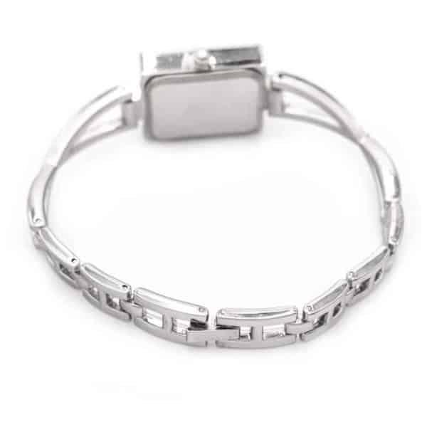 modna ženska zapestnica srebrne barve nakitko