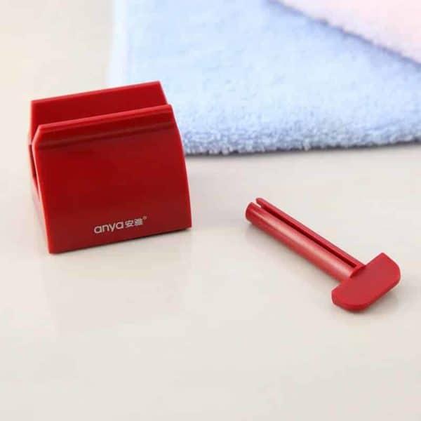 rdeče držalo za zobno pasto