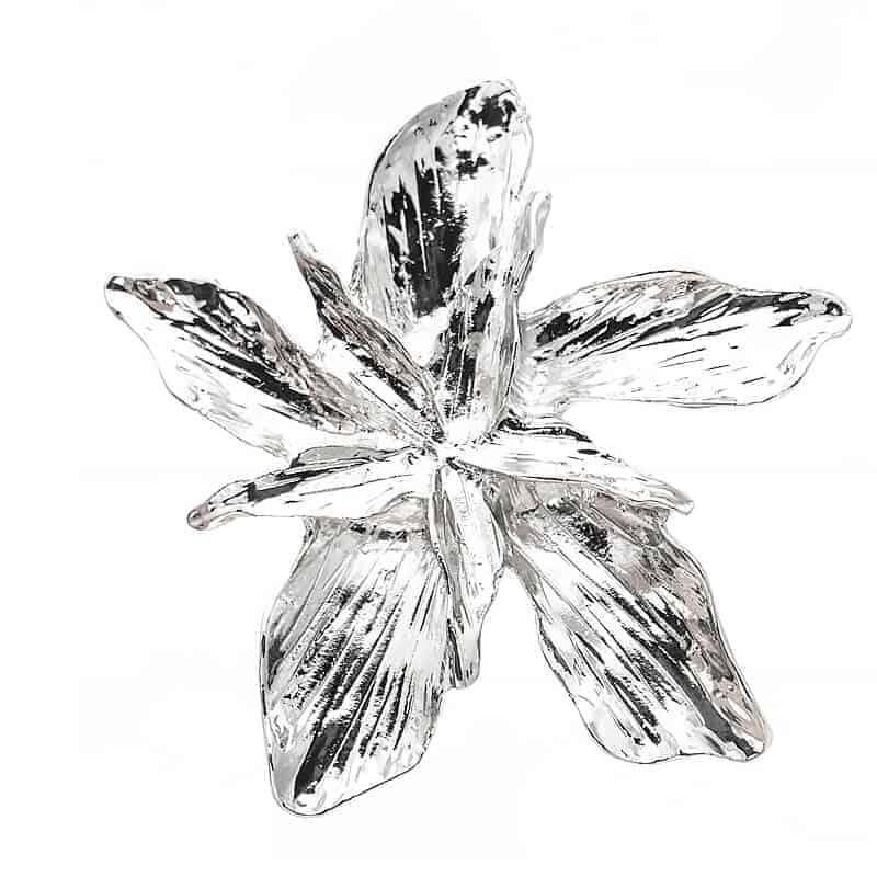 srebrni uhan cvet