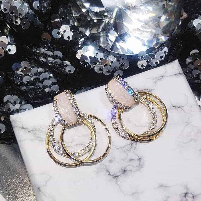modni uhani viseči z diamanti in naravnim kamnom