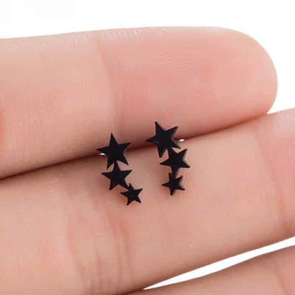 modni uhani zvezdice črne barve