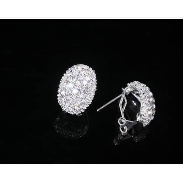 poročni uhani z diamanti srebrne barve