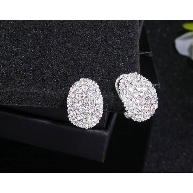 prestižni modni uhani z diamanti