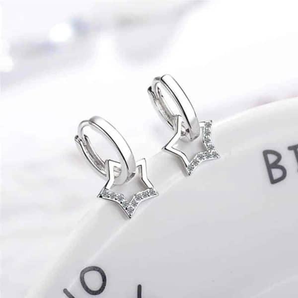 uhani zvezdice z diamanti srebrne barve