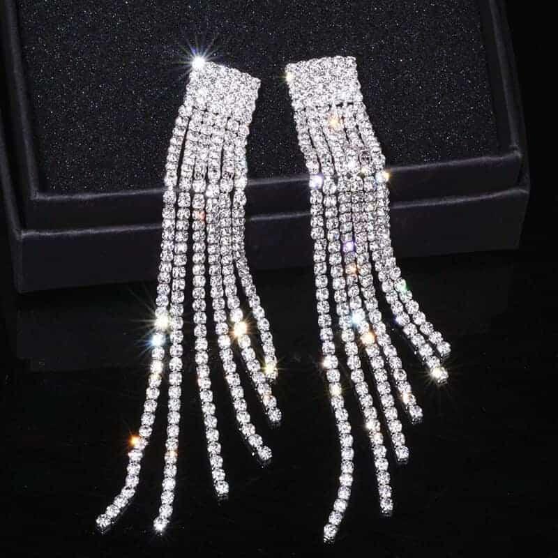 veliki viseci uhani z diamanti