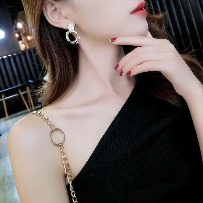 viseči uhani z naravnim kamnom in diamanti