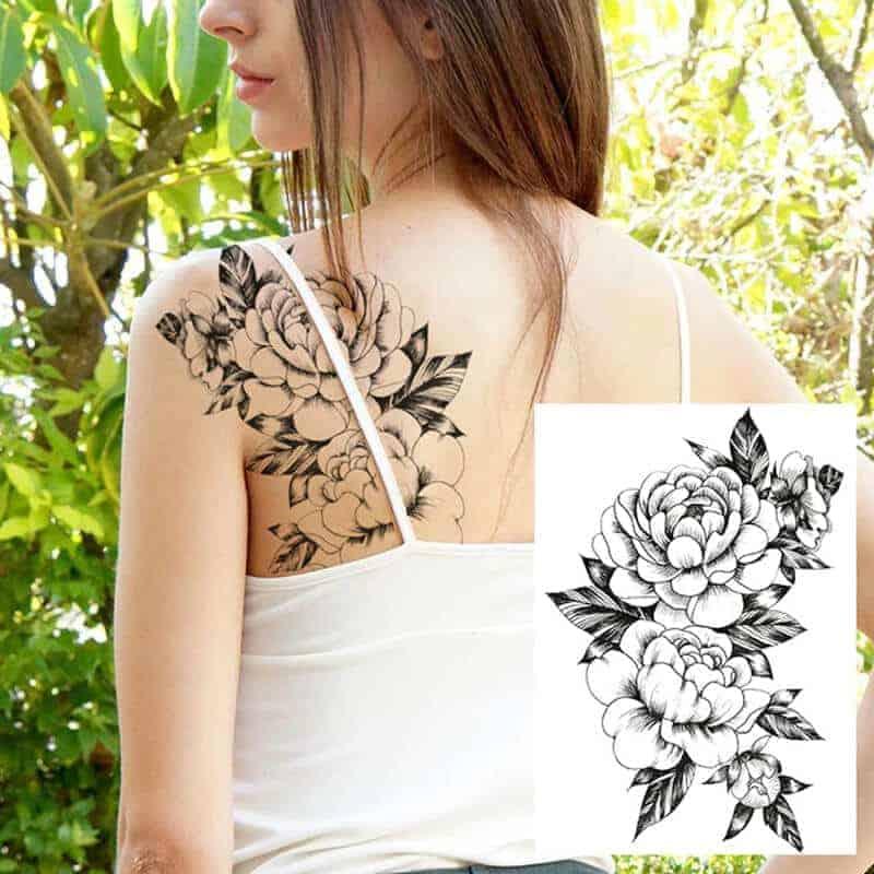 ženski tattoo vrtnice na hrbtu