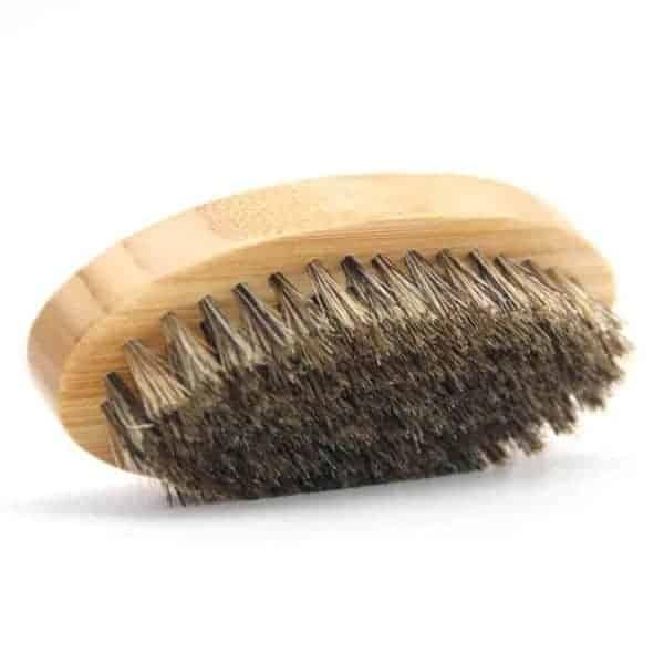 lesena krtača za brado