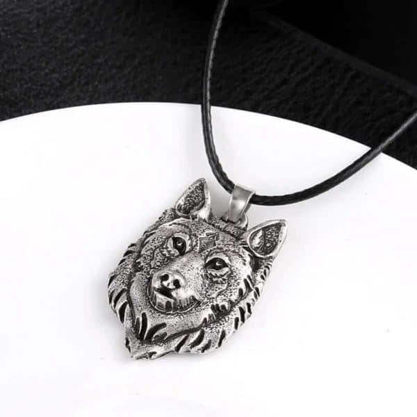 usnjena verižica volk