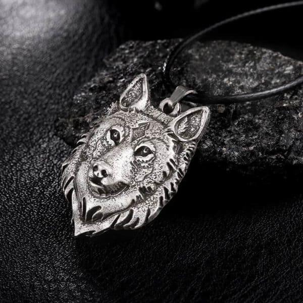 verižica volk