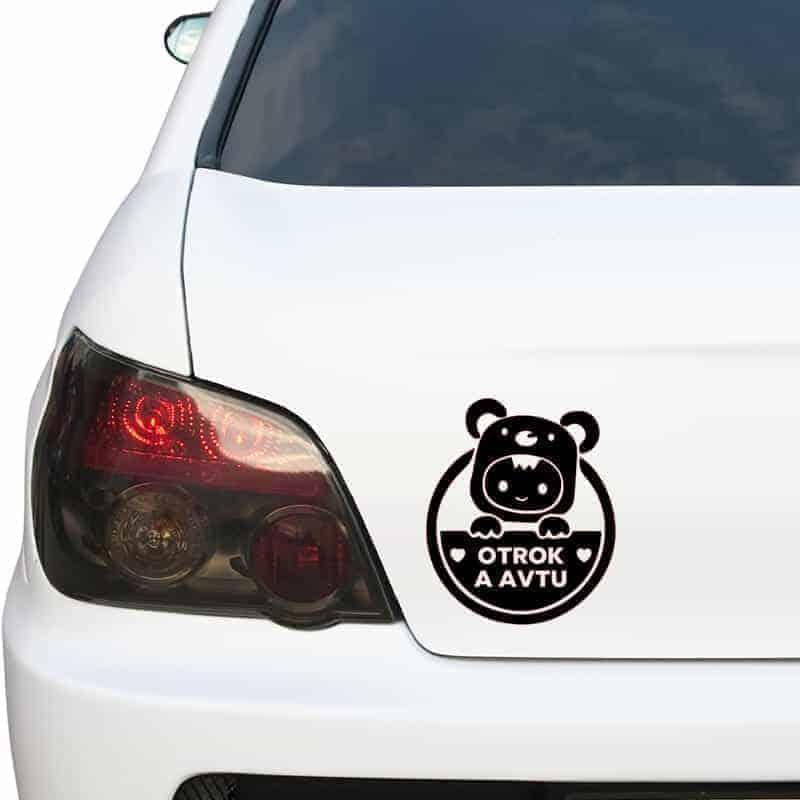 nalepka za avto otrok v avtu medvedek