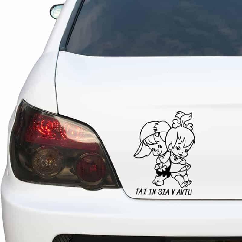 otrok v avtu bratec in sestra