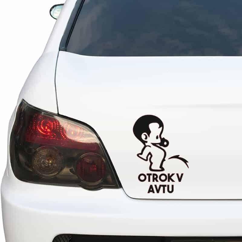 otrok v avtu smešna nalepka