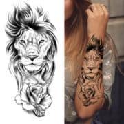 lev z vrtnico tattoo za ženske
